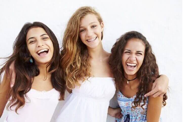 Composite bonding: represented by 3 ladies smiling.